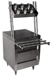 Прилавок для подносов и столовых приборов